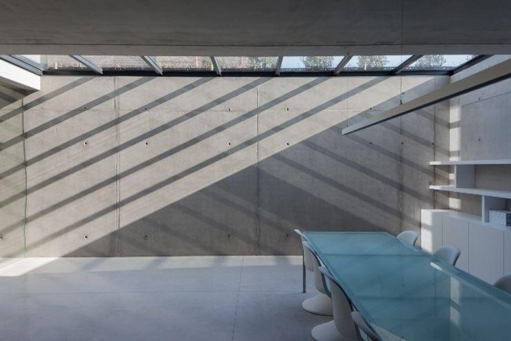 pluspunt architectuur Estudios y despachos de estilo minimalista