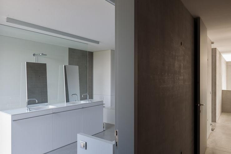 pluspunt architectuur Banheiros minimalistas