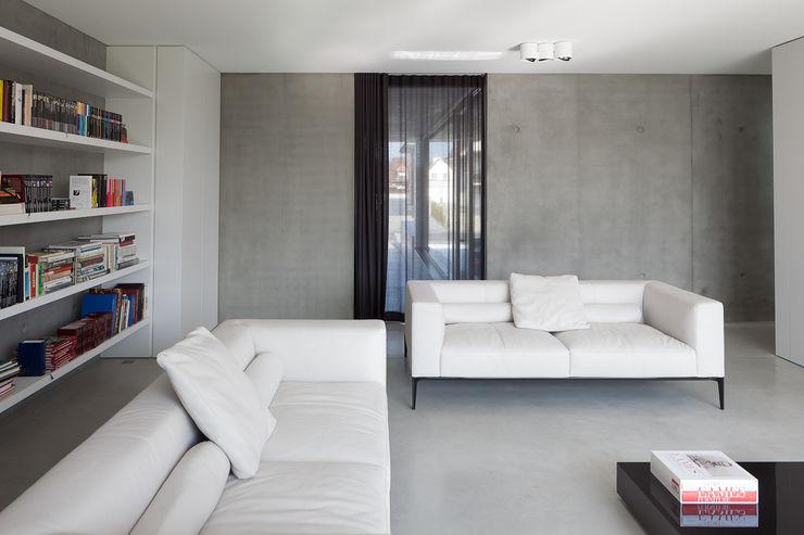 pluspunt architectuur Salones de estilo minimalista