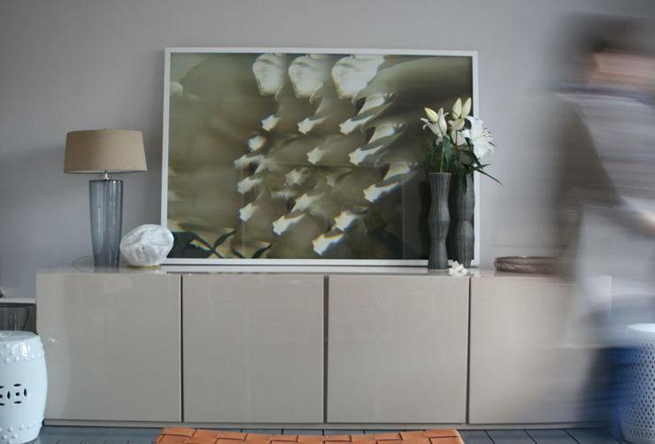 CONSCIOUS DESIGN - INTERIORS Soggiorno minimalista