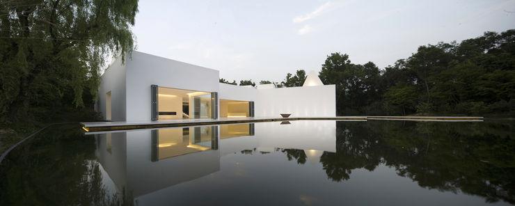 白의 집 _ NEED21 ASSOCIATES 모던스타일 주택