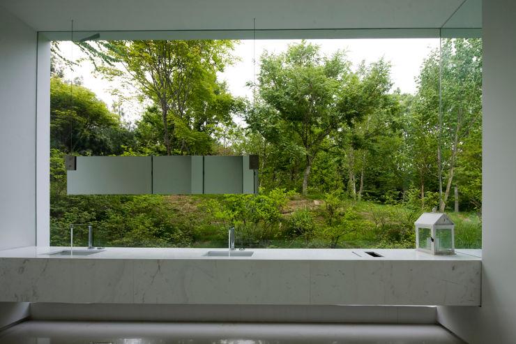 白의 집 _ NEED21 ASSOCIATES 모던스타일 욕실