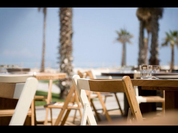 Comer en la playa GARCIA HERMANOS Jardines de estilo mediterráneo