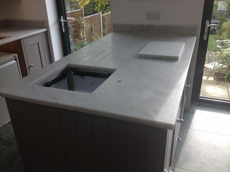 Honed Carrara Marble Worktops Marbles Ltd Cocinas de estilo clásico