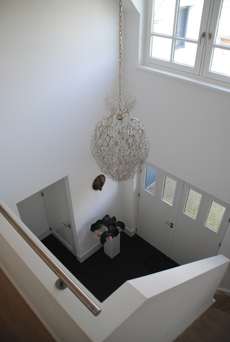 halma-architecten Modern Corridor, Hallway and Staircase