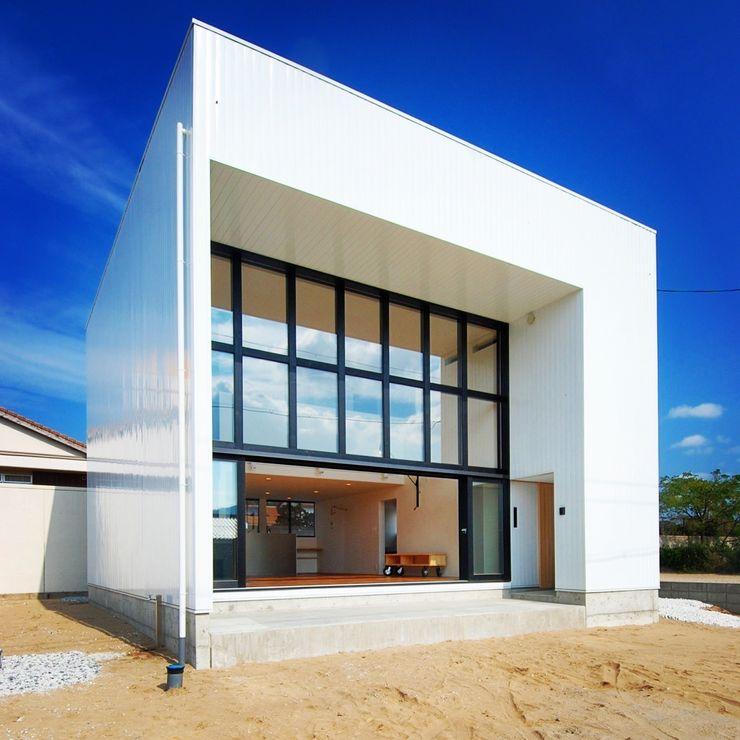 株式会社PLUS CASA Casas de estilo moderno