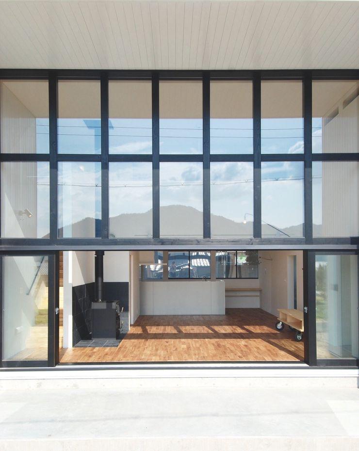 株式会社PLUS CASA Puertas y ventanas de estilo moderno