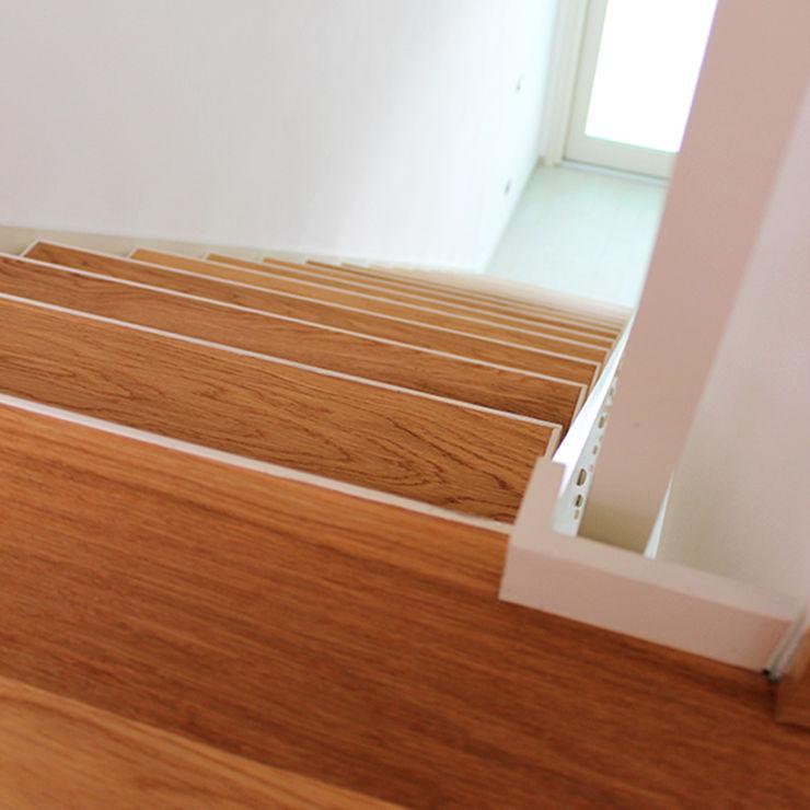 Dittongo architetti モダンスタイルの 玄関&廊下&階段