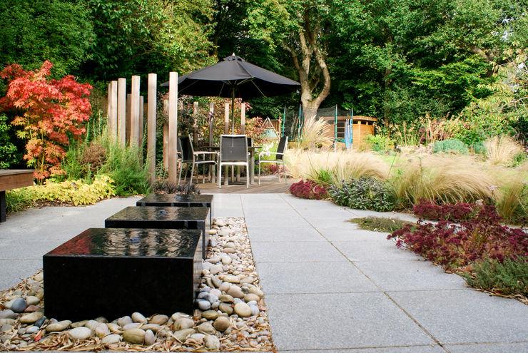 Contemporary Modern Family Garden Rosemary Coldstream Garden Design Limited Jardines modernos