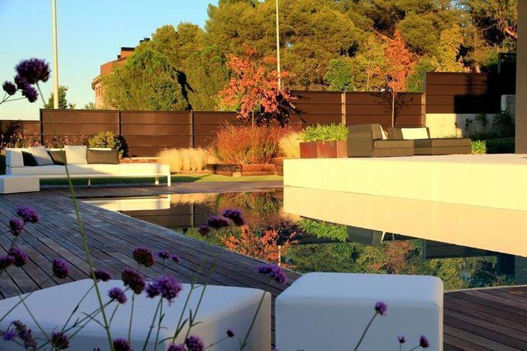 Jardín Contemporaneo La Paisajista - Jardines con Alma JardínPiscinas y estanques