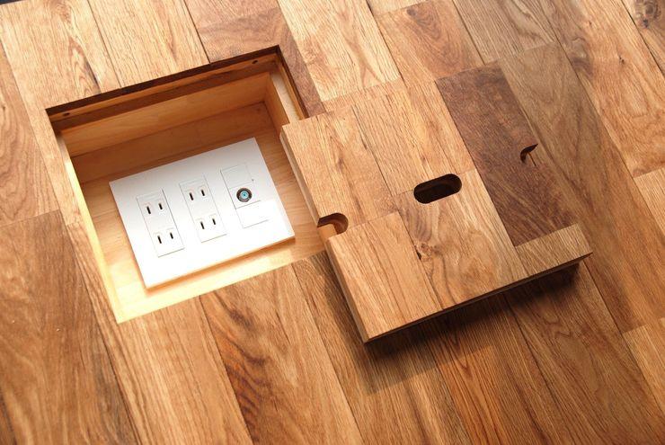 株式会社PLUS CASA Paredes y suelos de estilo moderno