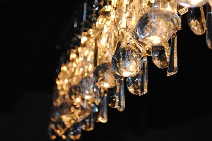 Lampadario Chandelier in chiave moderna Home & Hotel Staging Sala da pranzoIlluminazione