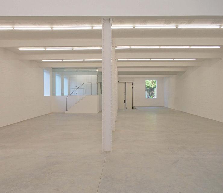 Anish Kapoor Studio Caseyfierro Architects Modern corridor, hallway & stairs