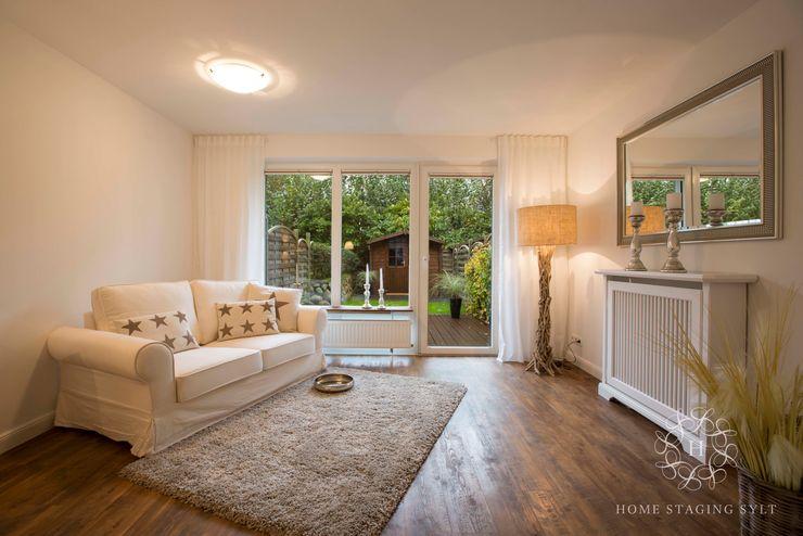 Home Staging Hausteil in Tinnum Home Staging Sylt GmbH Klassische Wohnzimmer