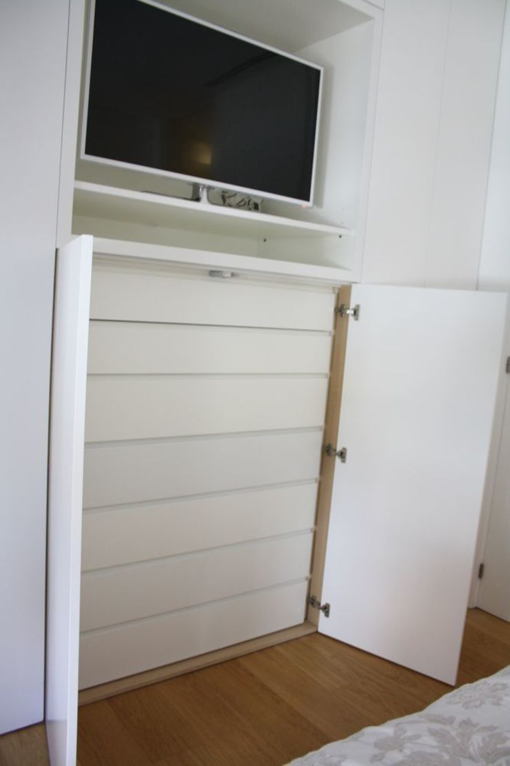 MUDEYBA S.L. BedroomWardrobes & closets