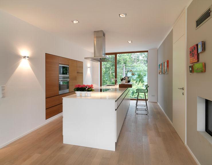 Bermüller + Hauner Architekturwerkstatt Cocinas de estilo minimalista
