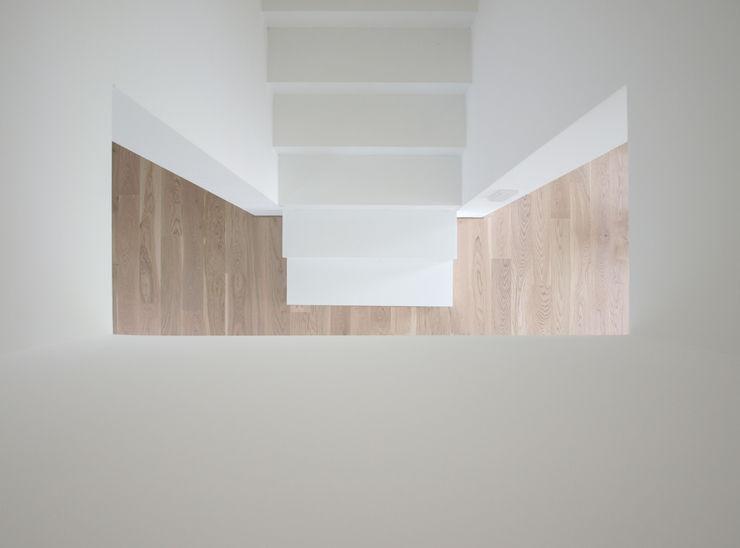 Viktor Filimonow Architekt in München Corridor, hallway & stairsStairs