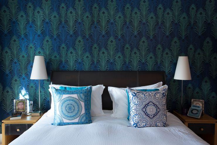 Peacock Wallpaper Feature Wall in White Bedroom Design by Deborah Ltd غرفة نوم