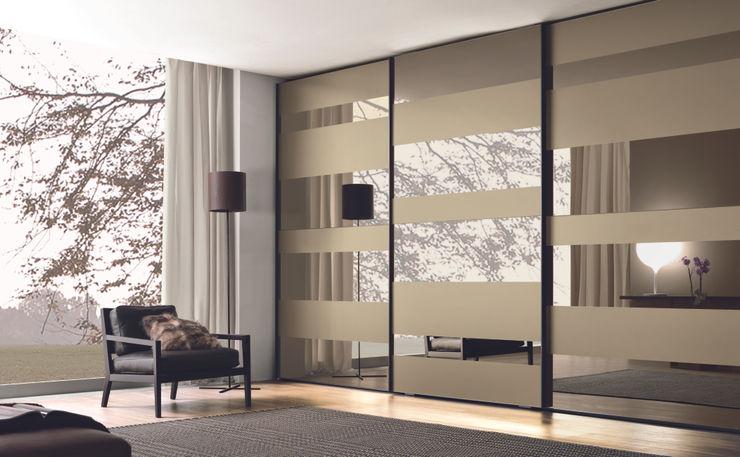 Segmenta sliding door wardrobe - Pictured here in Bronze mirror and frosted bronze mirror. Lamco Design LTD Camera da lettoArmadi & Cassettiere