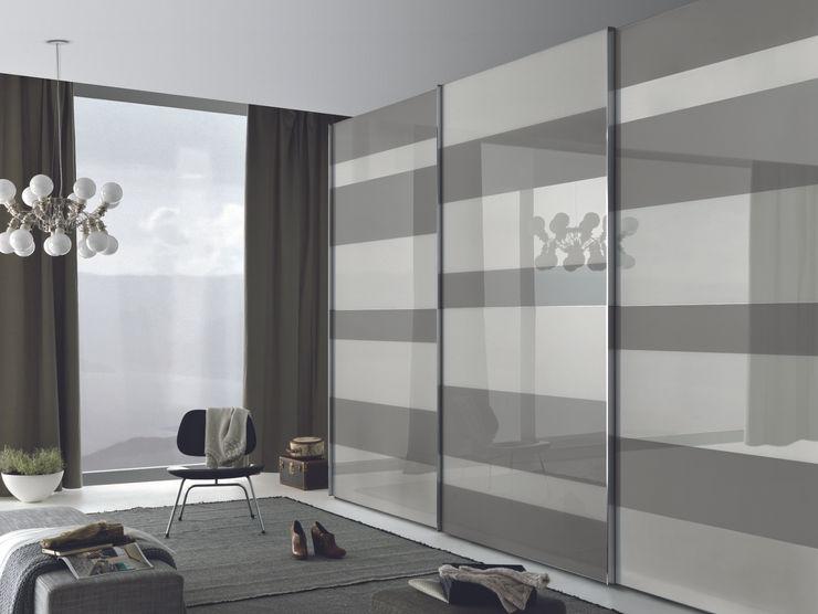 Segmenta sliding door wardrobe, Pictured here in white and grey lacquered glass panels Lamco Design LTD DormitoriosArmarios y cómodas