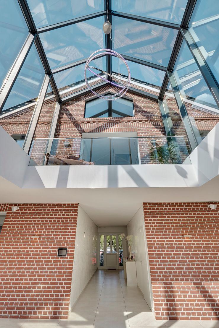 28 Grad Architektur GmbH Modern walls & floors