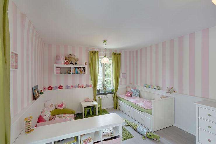 28 Grad Architektur GmbH Modern nursery/kids room