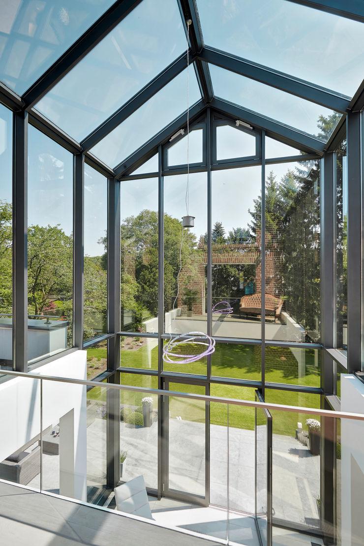 28 Grad Architektur GmbH Modern conservatory