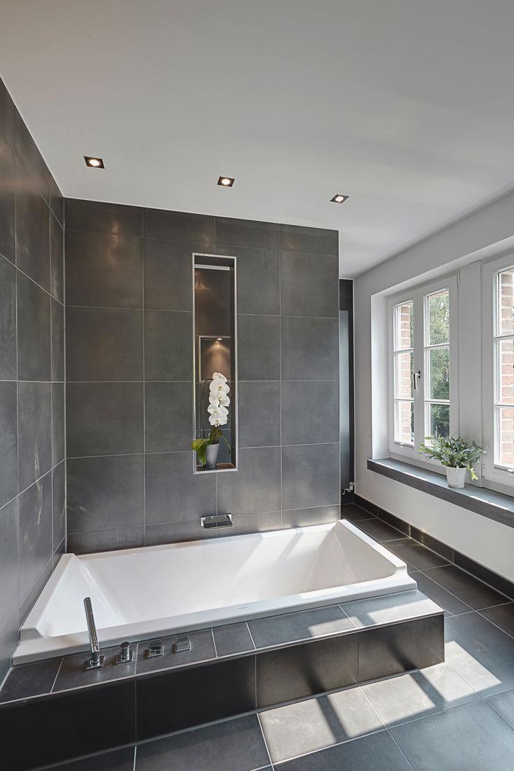 28 Grad Architektur GmbH Modern bathroom