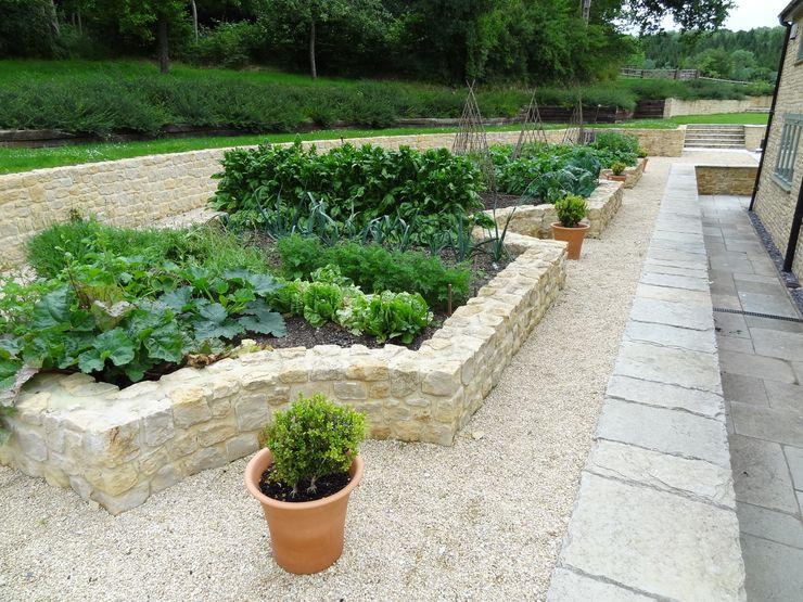 Somerset Farmhouse - Vegetable garden - View 2 Laurence Maunder Garden Design & Consultancy Kırsal Balkon, Veranda & Teras