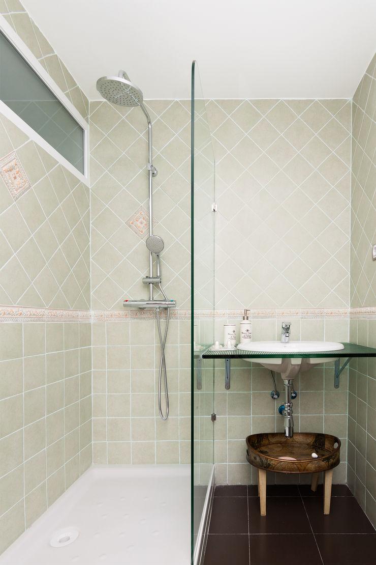 DISEÑO Y ARQUITECTURA INTERIOR Ванная комната в стиле модерн