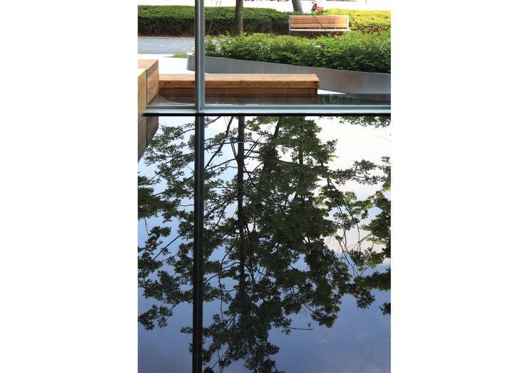 Materializing the Light: Landscape for the New Headquarters of SBS parkkim 모던스타일 서재 / 사무실
