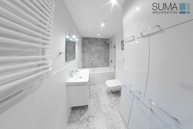 BLUE ONE SUMA Architektów Baños de estilo moderno
