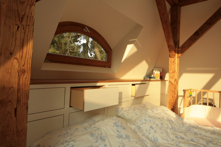 Dachausbau Kleine Villa, Bad Homburg bjoernschmidt architektur Moderne Schlafzimmer