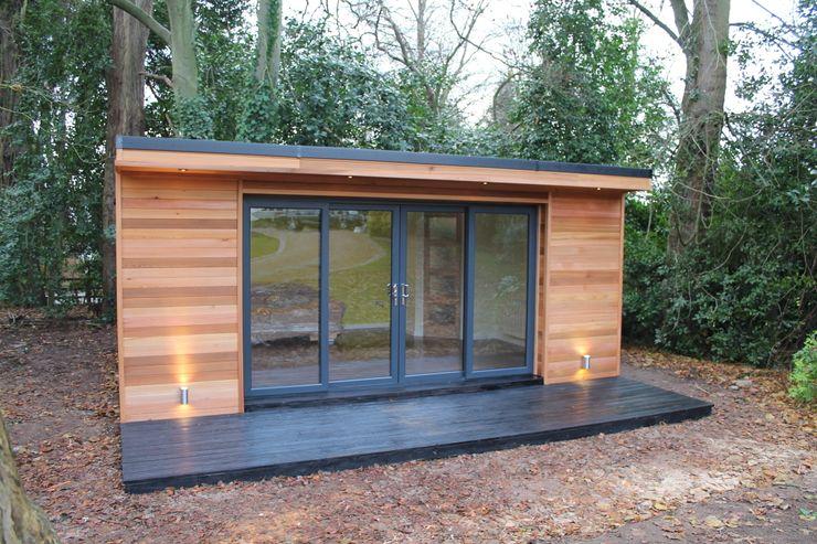 'The Crusoe Classic' - 6m x 4m Garden Room / Home Office / Studio / Summer House / Log Cabin / Chalet Crusoe Garden Rooms Limited Estudios y despachos de estilo moderno