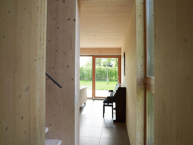 Passiefhuis Witven Thomas Kemme Architecten Scandinavische gangen, hallen & trappenhuizen