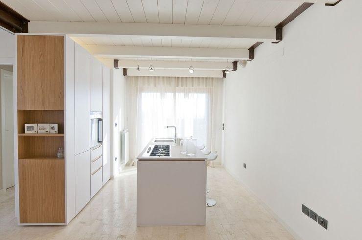 Andrea Stortoni Architetto Modern corridor, hallway & stairs