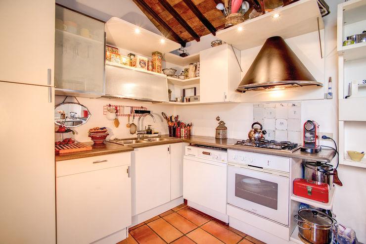 SUBURRA MOB ARCHITECTS Cucina moderna