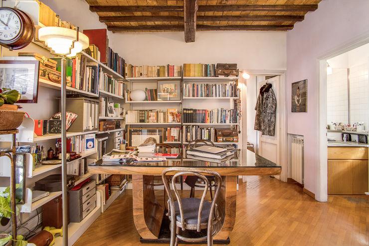 SUBURRA MOB ARCHITECTS Studio moderno