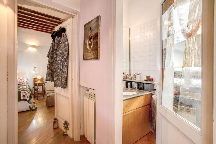 SUBURRA MOB ARCHITECTS Ingresso, Corridoio & Scale in stile moderno