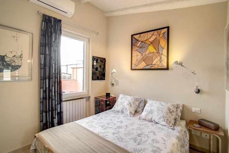 SPAVENTA MOB ARCHITECTS Camera da letto moderna