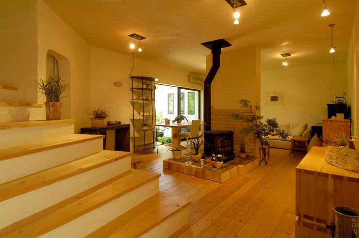 大森建築設計室 Гостиные в эклектичном стиле