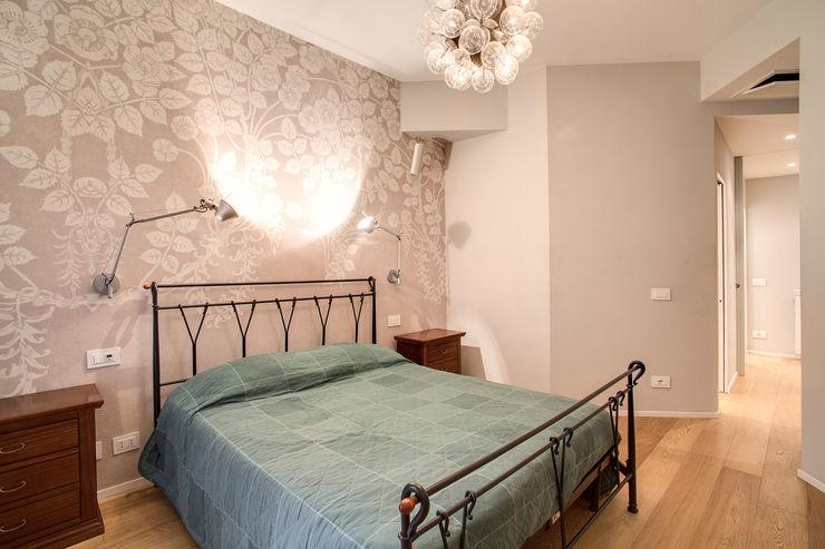 VEGEZIO MOB ARCHITECTS Camera da letto moderna