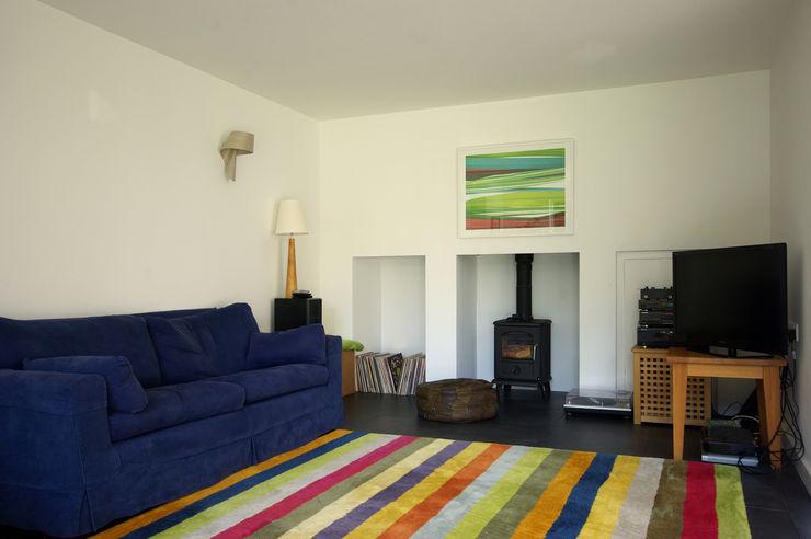 Cedar House Designscape Architects Ltd Ruang Keluarga Modern