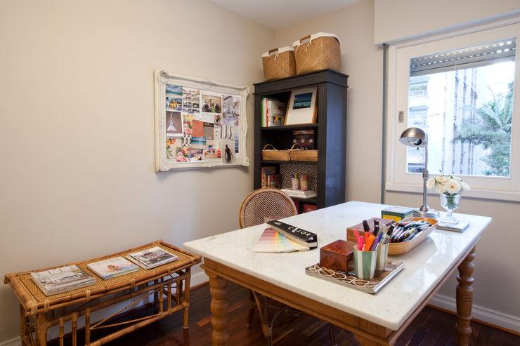 Pereira Reade Interiores Eclectic style study/office