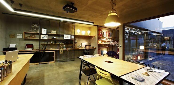 Hiyeldaim İç Mimarlık & Tasarım Locaux commerciaux & Magasin scandinaves