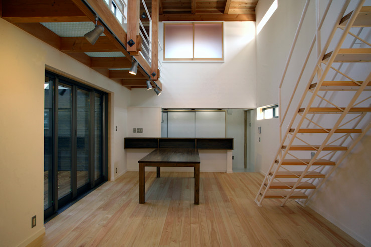 ダイニング 白根博紀建築設計事務所 モダンデザインの リビング