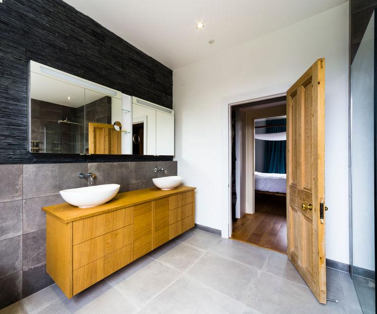 Modern bathroom Affleck Property Services Modern bathroom