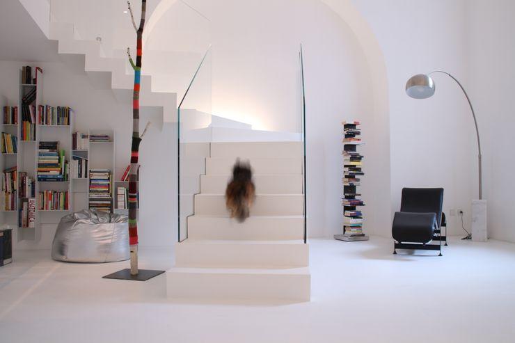 Serenella Pari design Minimalist corridor, hallway & stairs