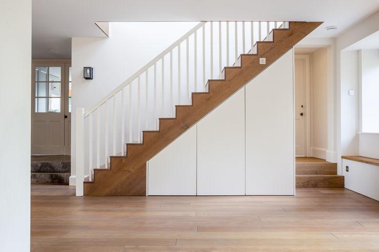 LFH Residence deDraft Ltd Pasillos, vestíbulos y escaleras de estilo moderno