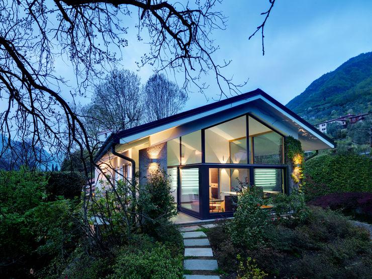 External view of the Villa Studio Marco Piva Casas de estilo moderno